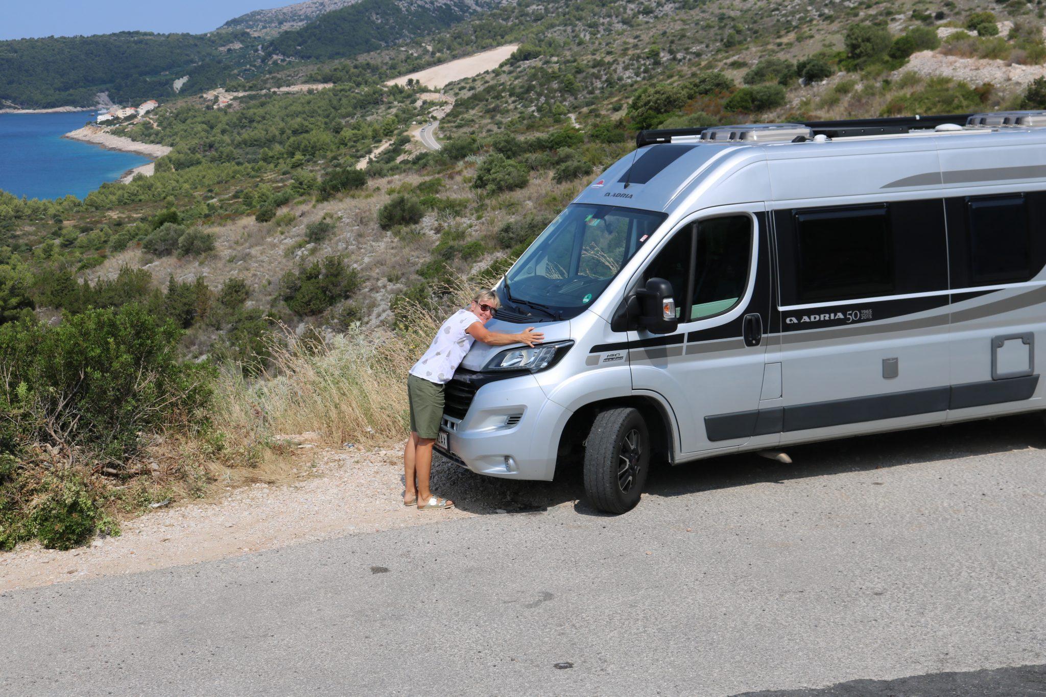 Annett Sachs, lifestylontour, mit ihrem Adria Twin Campingbus