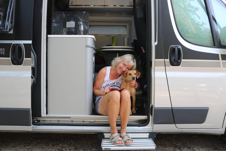 Annett Sachs, lifestyleontour, mit ihren Hunden