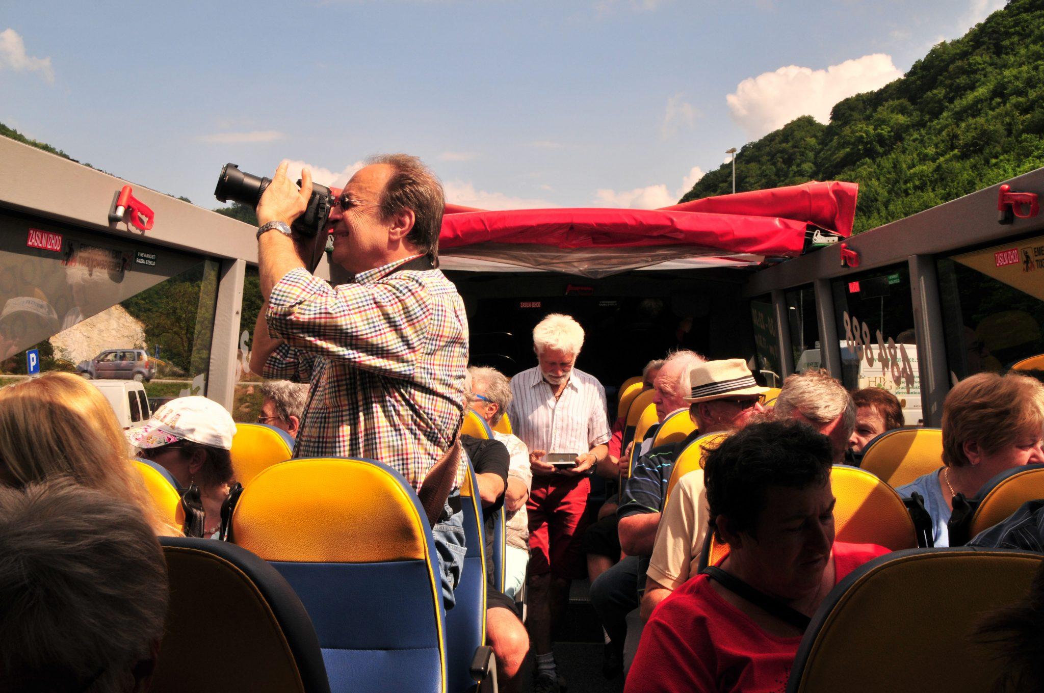 Gruppe im Ausflugsbus