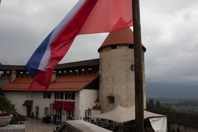 Eine Sehenswürdigkeit in Slowenien ist die Burg von Bled.