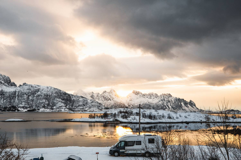 Camping in Eis und Schnee in Norwegen.