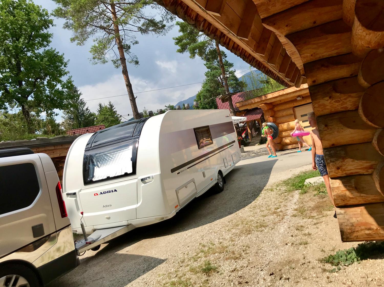 Komfortables Reisen mit dem Adria Adora Wohnwagen.
