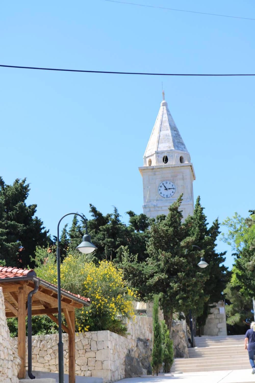 Am höchsten Punkt von Primosten liegt die Kirche.