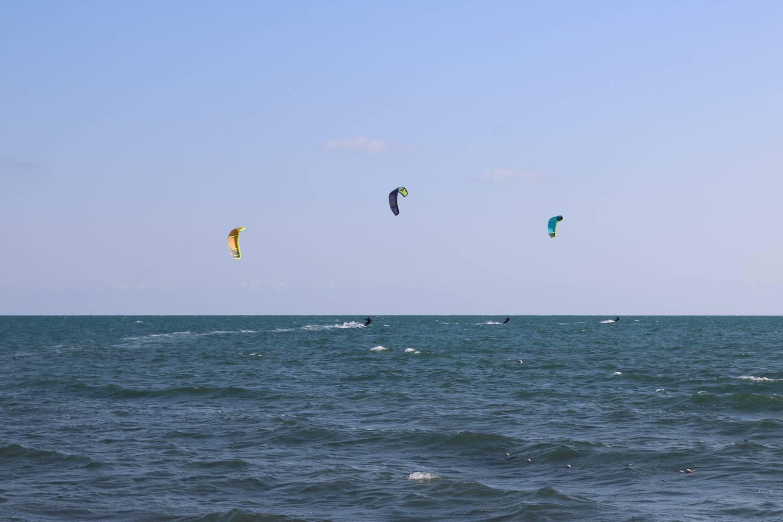 Auch im Winter findet man hier Kite-Surfer.