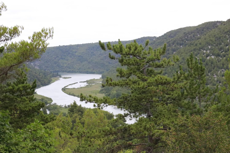 Die Krka speist die sieben Wasserfälle des Nationalparks.