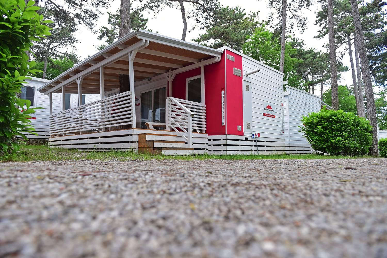 Luxuriös ausgestattet sind die Mobilheime im Camping Mare Pineta bei Triest.