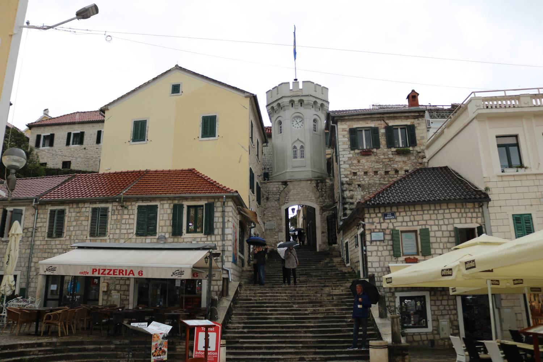 Malerischer Uhrturm in die Altstadt.