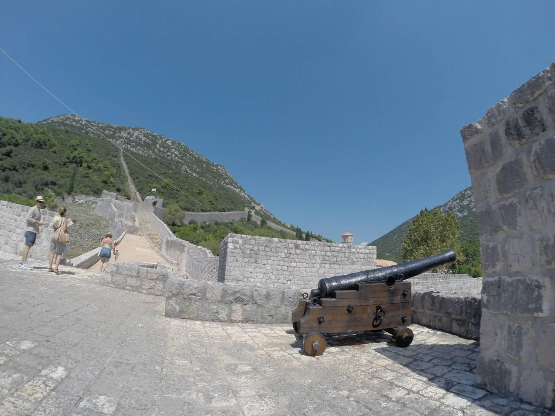 Die Festungsanlage ist aus dem 14. Jahrhundert.