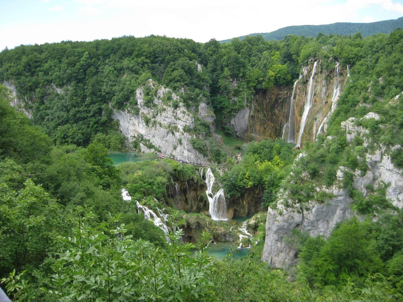 Beeindruckend. Ein Blick auf den größten Wasserfall bei den Plitvicer Seen südlich von Zagreb in Kroatien.