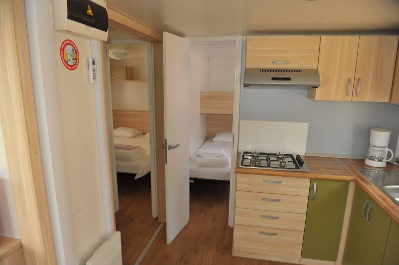 Die Küche der Mobilheime ist voll ausgestattet.