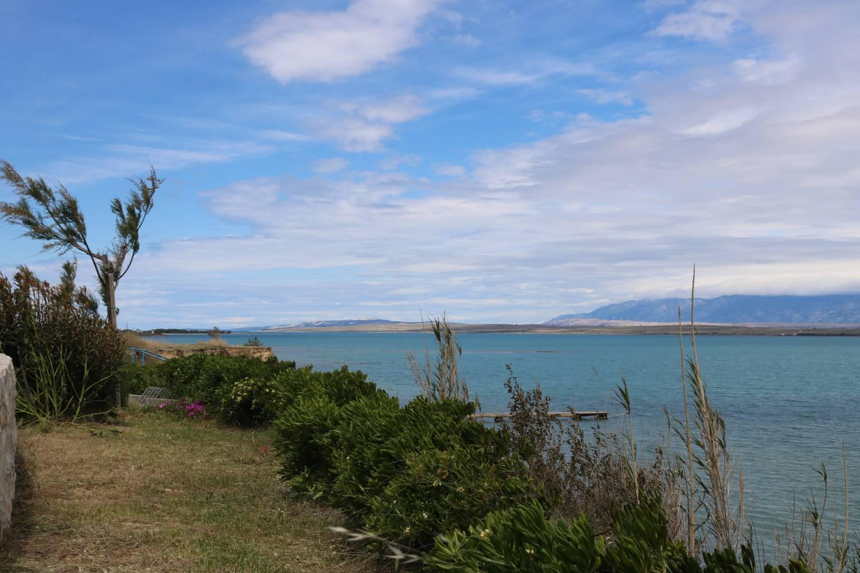 Wandern oder Radfahren direkt an der Küste entlang