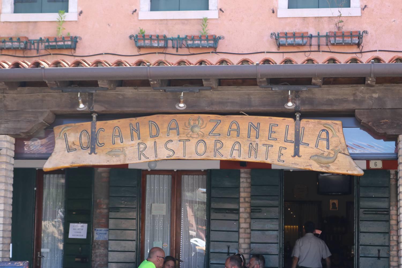 Anti-Pasti, Risotto und guter Wein.