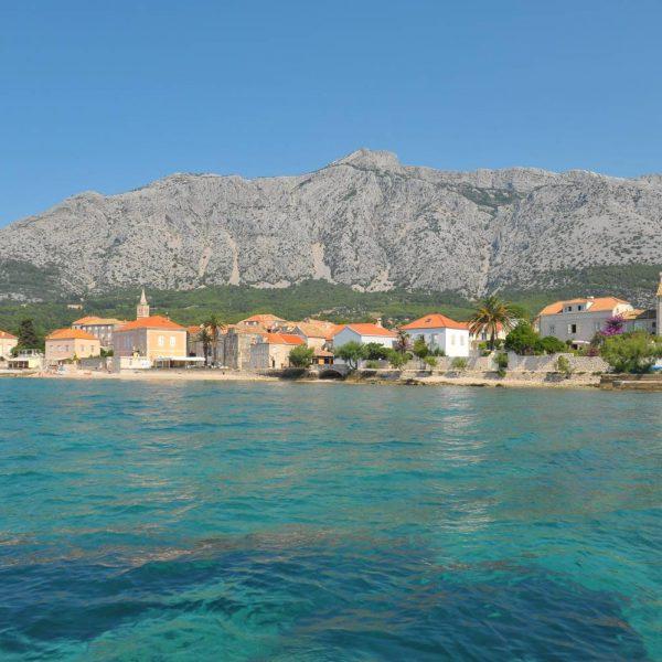 Orebic liegt direkt am kroatischen Meer.