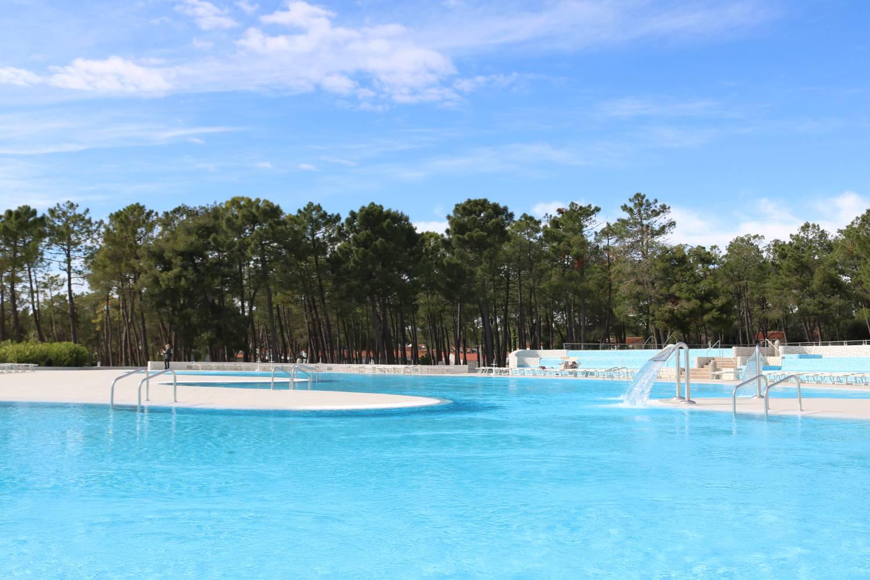 Großzügig angelegte Pool-Landschaft