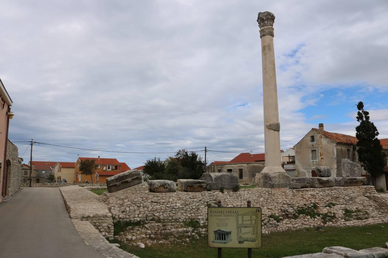 Tempel-Ruinen in Nin