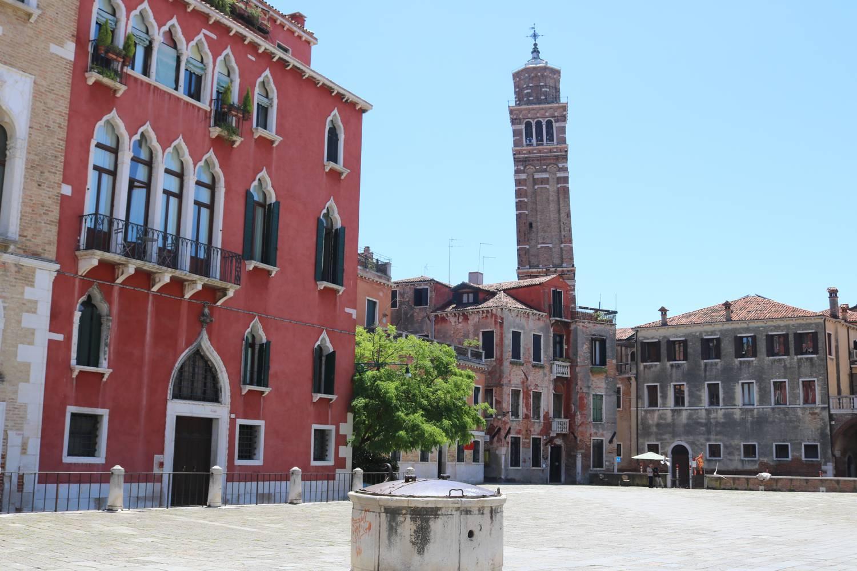Kirche und Kirchturm im Stadtteil San Marco.