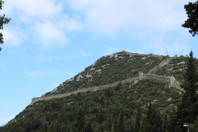 Die Festungsmauer verbindet Mali Ston mit Ston.