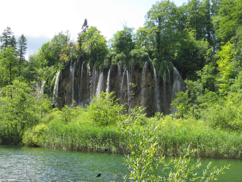 Viele verschiedene Wasserfälle.