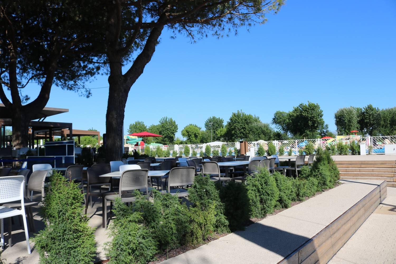 Restaurant gleich neben der Pool-Landschaft.