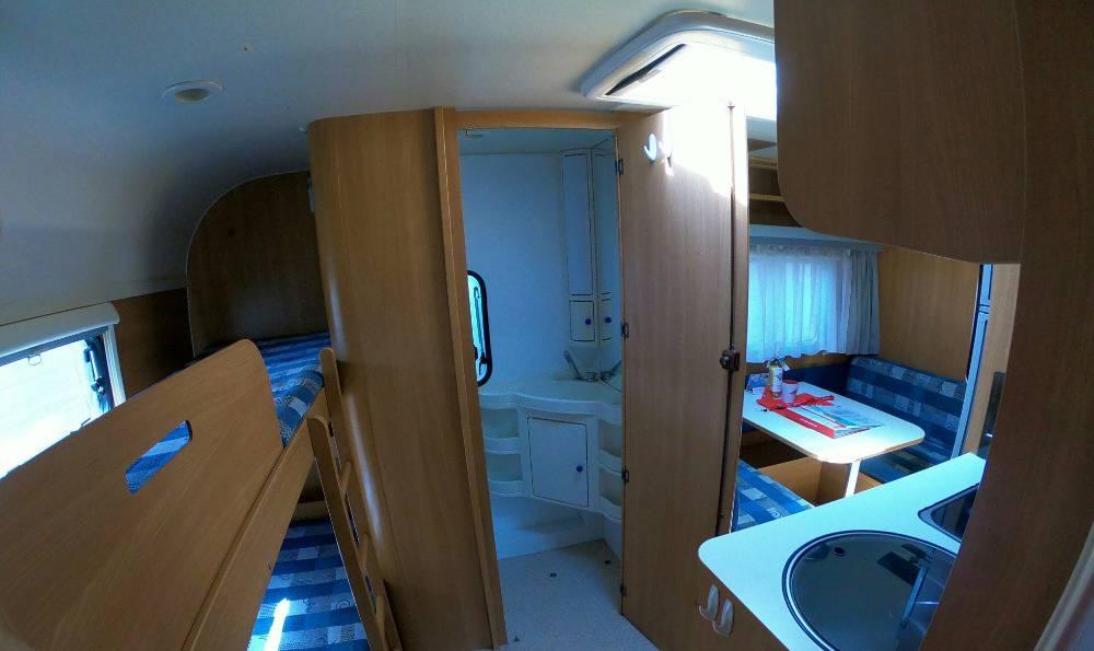 Wie eine kleine Ferienwohnung ist der Miet-Wohnwagen.