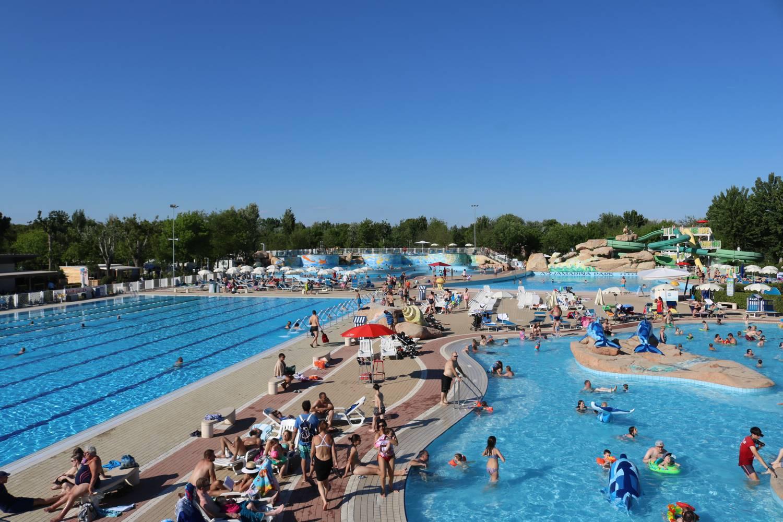 Schwimmen, plantschen oder spielen in den Pools von Marina di Venezia.