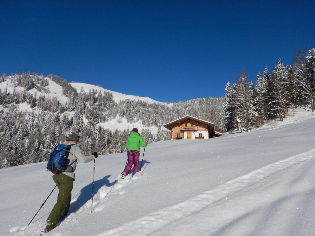 urlaub-winter-gebetsroither-schneeschuhwandern-koessen-tirol-sportundnatur-1