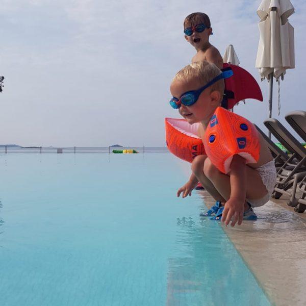 kinder-urlaub-gebetsroither-swimming-pool-holiday