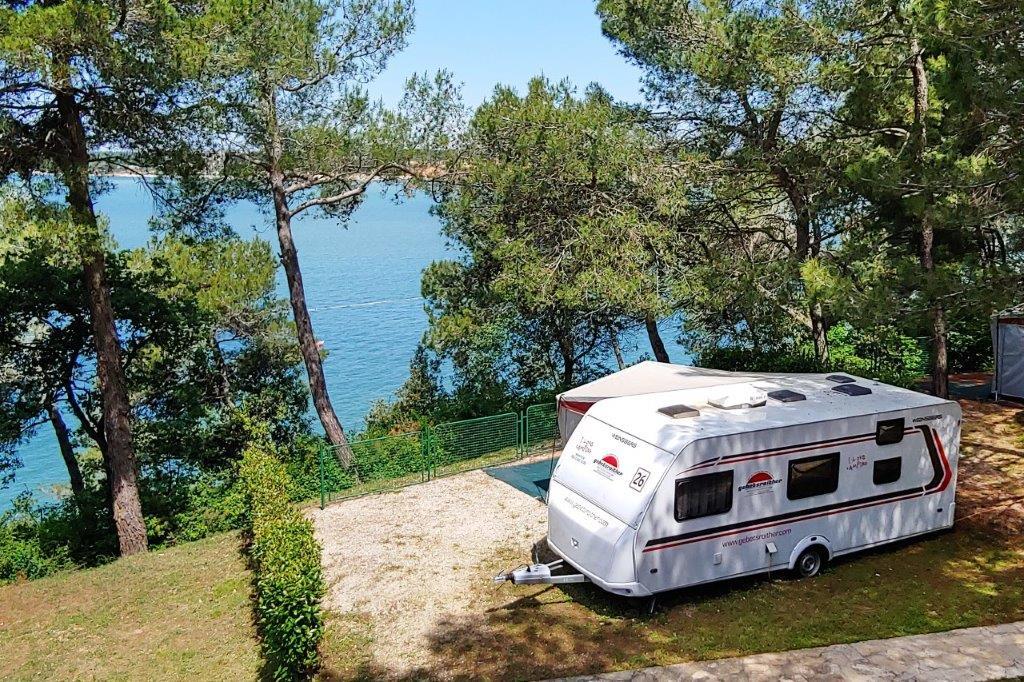 camping-lanterna-gebetsroither-urlaub-kroatien-urlaubschecker-wohnwagen-meerblick-web